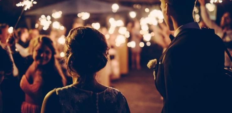 147270-como-economizar-no-casamento-sem-abrir-mao-da-festa-740x360